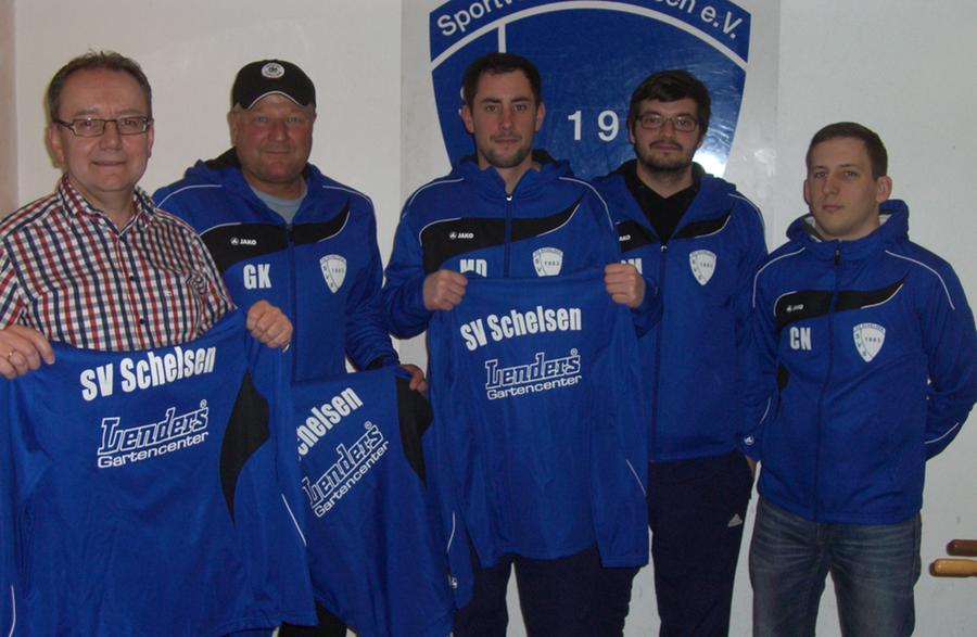 Seniorenmannschaften des SV Schelsen erhielten Jacken